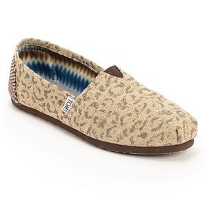 7.5 TOMS Snow Leopard Classic Slip On Shoes Vegan